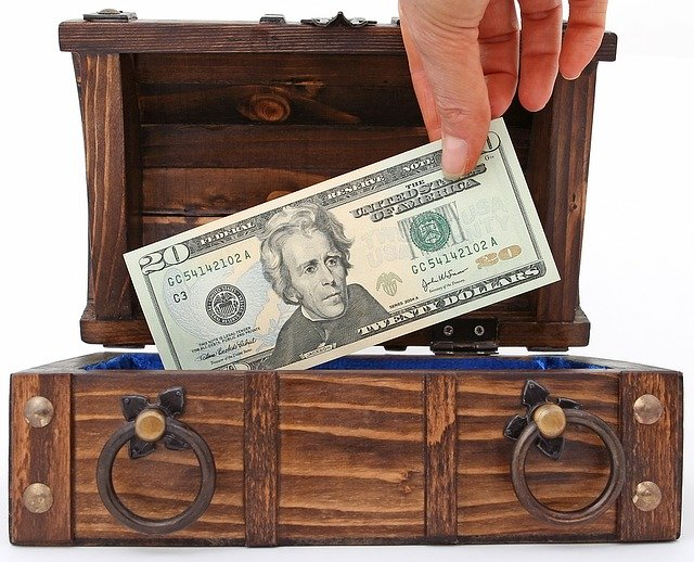 Bank Billionaire Bills Box Brown  - Shutterbug75 / Pixabay