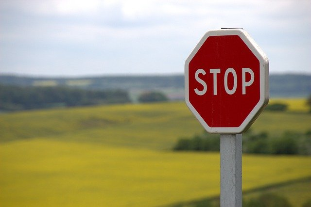 Stop Shield Traffic Sign Road Sign  - knerri61 / Pixabay